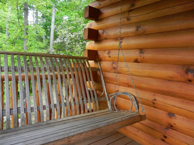 HH_HOMEAWAY Template_0007_porch swing